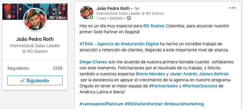 Quienes Somos Foto felicitaciones por premio gold RD Station ATRAE Agencia especializada en ventas Bogotá